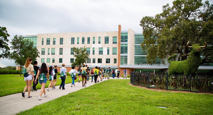 New USF students on a campus tour during their orientation.