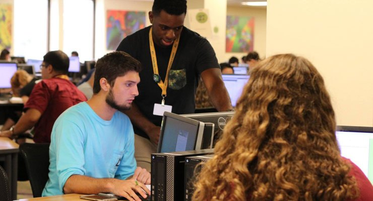 USF students using the Smart Lab in the Academic Success Center