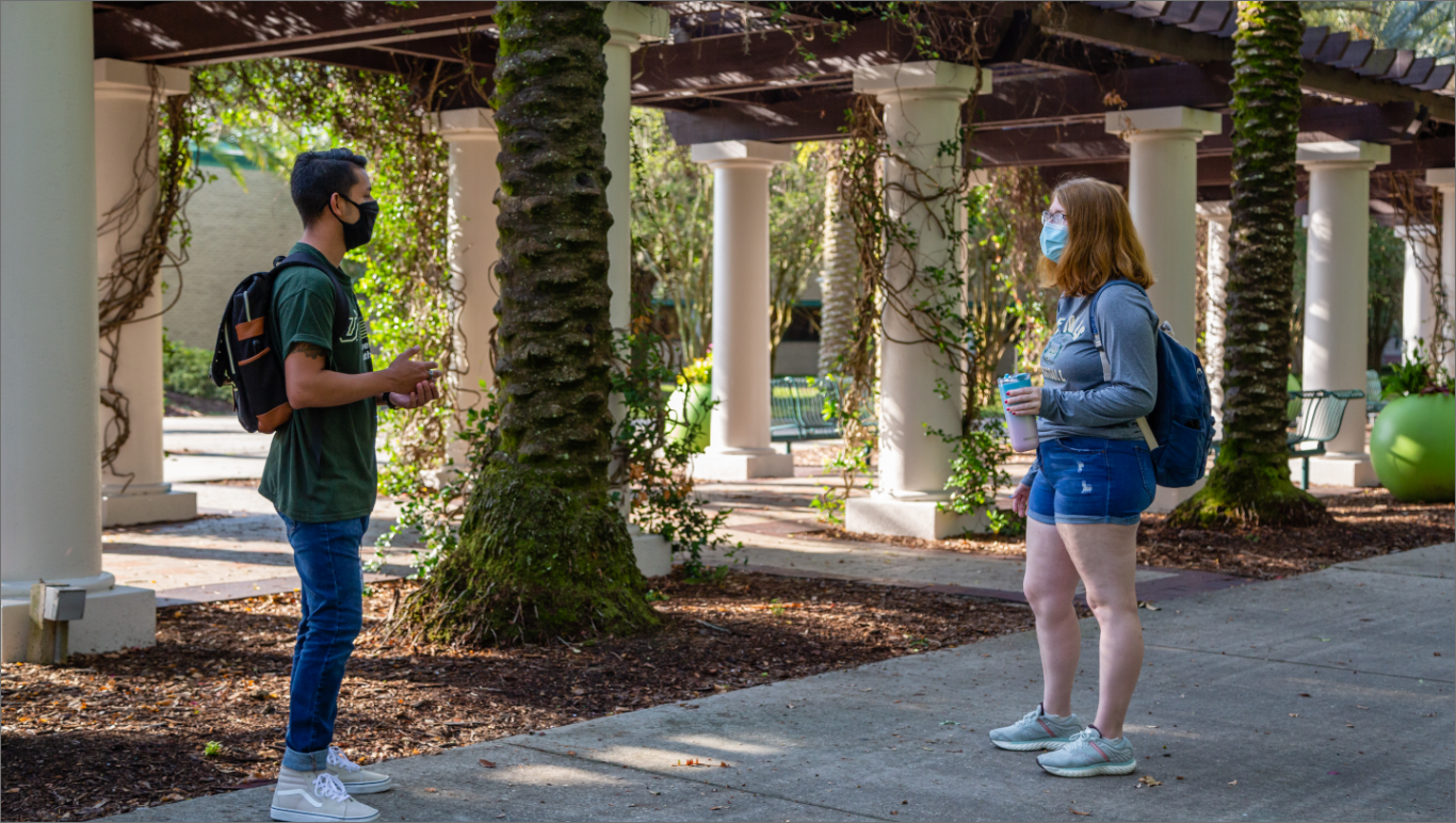 USF students practicing social distance during COVID-19 on campus.