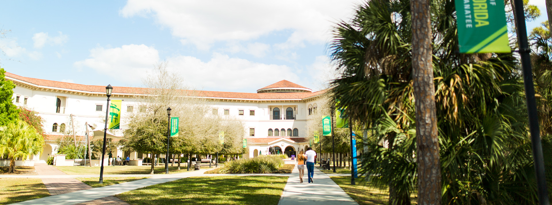 USF students going to class at USF Sarasota.